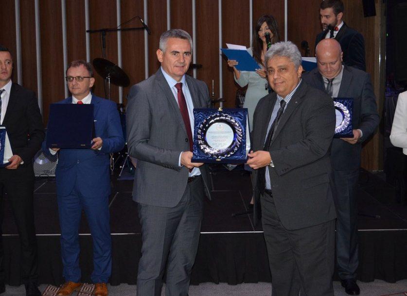 """Gradonačelniku Brčkog u Skoplju uručeno priznanje """"Globallocal"""""""