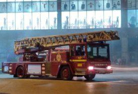 TRAGEDIJA  U KAKNJU Požar u Tržnom centru, radnik se ugušio od dima