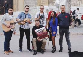 PRVENAC Zaigrajte Balkan kolo virtuoza na harmonici Harisa Kaltaka (VIDEO)