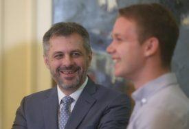 Jedan u izolaciji, drugi u Izraelu: Kako su sadašnji i bivši gradonačelnik Banjaluke pratili konferenciju u Tel Avivu (FOTO)