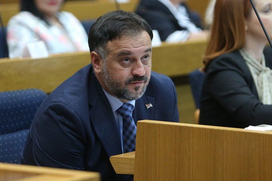 Žunić: Skupština RS da se jasno odredi o oduzimanju nadležnosti Srpske i deklaraciji SDA