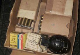PRETRESI U DOBOJU Policija oduzela lovačku pušku, bombe i municiju