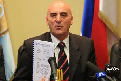 DRŽAVNI SLUŽBENICI NIJEMO POSMATRALI INCIDENT Čizmović ošamario advokata Melihu Filipović (85)