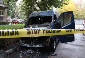 VATRA PROGUTALA KOMBI Buktinja potpuno uništila vozilo (VIDEO)