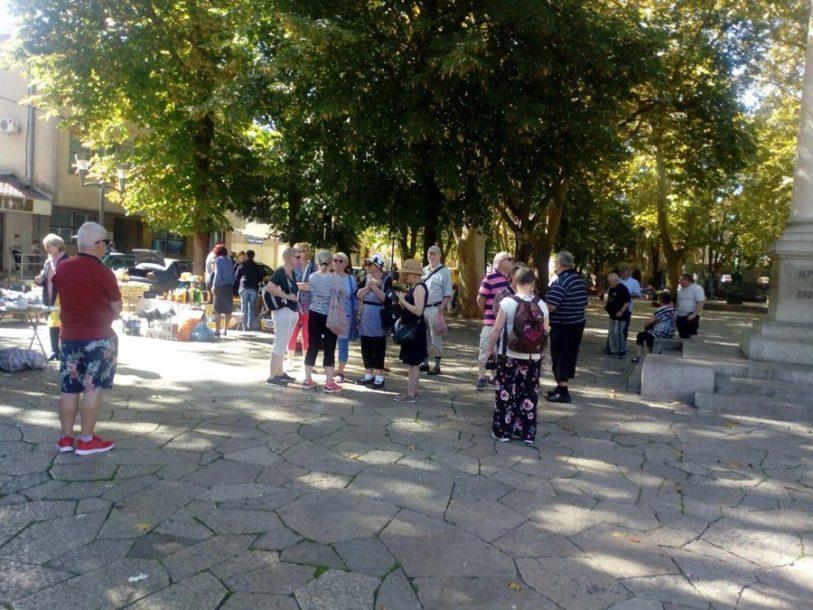 TREBINJE OBASJANO SUNCEM Miholjsko ljeto izmamilo građane u šetnju (FOTO)