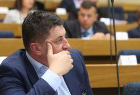 KAKO OPORAVITI PRIVREDU Milan Radović: Smanjiti doprinose i zaposliti nove radnike