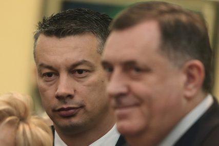 OBRAČUN SNSD I DNS Sastanak lidera dvije najveće vladajuće stranke počinje TAČNO U PODNE