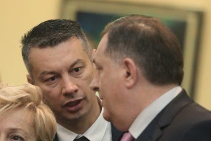 Dodik odgovorio Nešiću: Ne zna ništa, osim koja mu direktorska fotelja odgovara