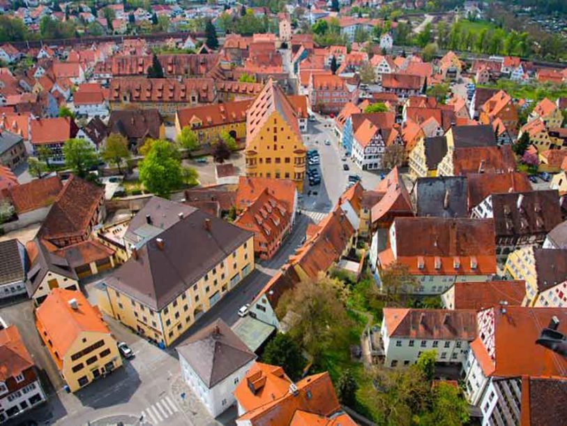 U KRATERU METEORA Zakoračite u njemački gradić koji leži na 72.000 TONA DIJAMANATA (VIDEO)