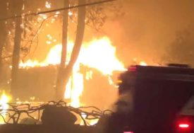 BUKTINJA GUTA SVE PRED SOBOM Zbog požara evakuisano 2.000 stanovnika, brojni domovi UNIŠTENI