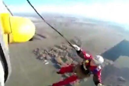 NIJE MU SE OTVORIO NIJEDAN PADOBRAN Poginuo prilikom skoka iz helikoptera (UZNEMIRUJUĆI VIDEO)
