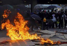 NEMIRI SE NASTAVLJAJU Novi sukobi policije i demonstranata, barikade na putevima