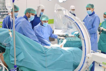 PODVIG LJEKARA UKC RS Uspješno završili operaciju koja u potpunosti oporavlja zglob