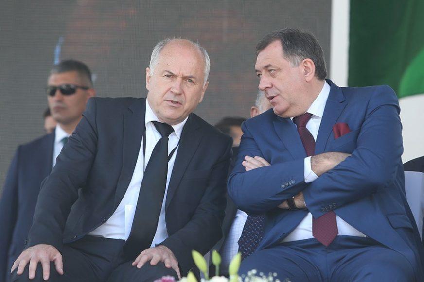 """""""HAJDE MAJSTORE, PROMIJENI ME"""" Dodik poručio Incku da ga se NE PLAŠI"""