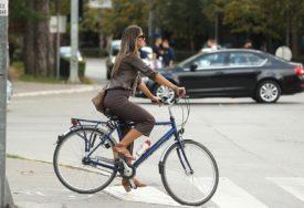NEDOLIČNO PONAŠANJE Policajci snimali i komentarisali zadnjicu žene na biciklu, PRIJETI IM KAZNA