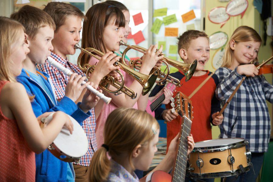 Gudački kvartet približava klasičnu muziku osnovcima: Koncert za 400 mališana iz banjalučkih područnih škola
