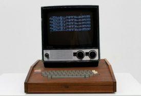 IMA MEMORIJU OD 4 KB, A VRIJEDI MILION I PO EVRA Prodaje se prvi računar s Eplovim logom (FOTO)
