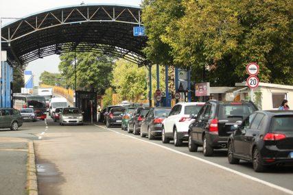 GUŽVE PREMA MORU Pojačan saobraćaj na više graničnih prelaza