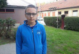 IVANU (13) I DALJE TREBA POMOĆ Pomozimo dječaku da napokon progleda