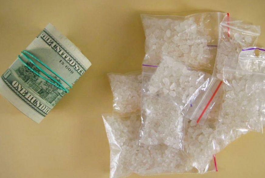 MISLILI DA JE DEZODORANS Ribari pronašli DROGU, namazali se kristalima i DOBILI OPEKOTINE