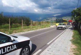 HITNO PREVEZENA U BOLNICU Djevojčica (12) izašla iz autobusa, pokosio je automobil