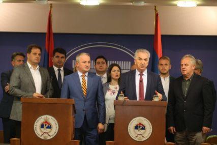 DOMETI STRANAKA KOJE NISU NA VLASTI Bez novih ljudi i strategije opozicija u Srpskoj će NESTATI