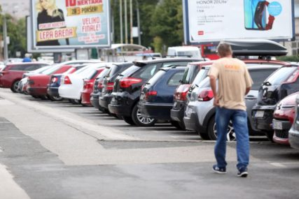 Uklonjeno 99 napuštenih vozila: Automobili na javnim površinama u Sarajevu bili parkirani i po dvije godine