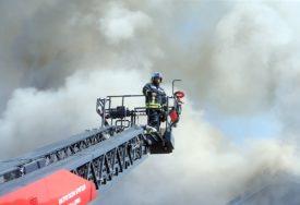 POŽAR GASE I MJEŠTANI Vatra ugrožava kuće u mjestu Kruševo iznad Mostara