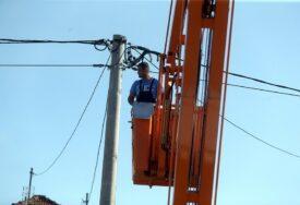 RADNICI NA TERENU Zbog nevremena više sela bez struje