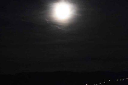 POGLED KOJI OSTAVLJA BEZ DAHA Noćas je kao lubenica PUN MJESEC iznad Sarajeva