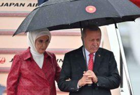 ODNIJELA PUNE KESE Erdoganova supruga MIMO PROTOKOLA pazarila na beogradskoj pijaci