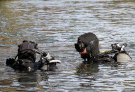 Upali su u jezero, a niko nije znao da pliva: Čovjek je očajnički pokušavao da spasi suprugu i malog sina, ali nije uspio