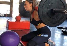 RADI NA LINIJI Znojava Sara Jovanović kao Terminator (VIDEO)