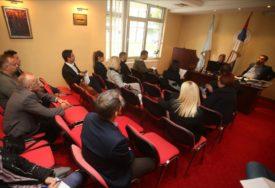 NOVINARI NEPOŽELJNI Advokati raspravljaju o statusu Čizmovića nakon što je OŠAMARIO MELIHU (85)