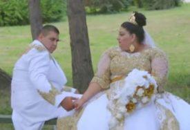 HIT Vjenčanica šivena EVRIMA, zlatni lanac od PET KILOGRAMA i šou za kraj (VIDEO)