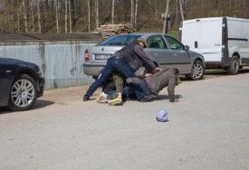 HAPŠENJE U PETROVU Dvojica muškaraca PRETUKLI čovjeka i ukrali mu novac
