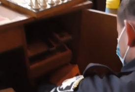 Zbog izgubljene partije šaha ČEKIĆEM ubio penzionera (VIDEO)