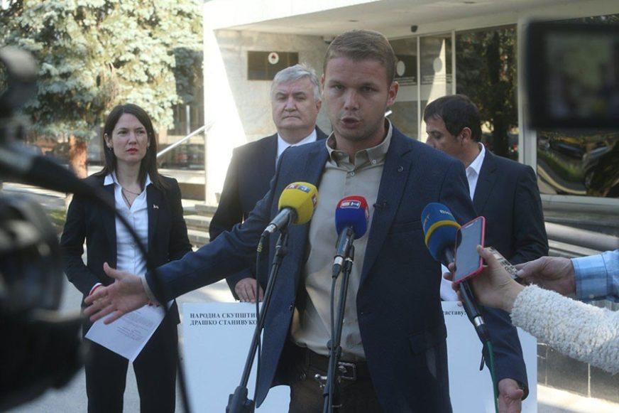 """""""SRAMOTI VLADU"""" Opozicija traži da ministar Petričević PODNESE OSTAVKU ili da bude smijenjen"""