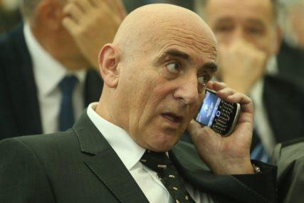 TRI MOGUĆA RASPLETA SKANDALA Čizmoviću ODUZETI TITULU počasnog predsjednika Advokatske komore RS