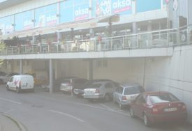 DOBACIVAO DJEVOJCI, PA PRETUČEN U centru Banjaluke uhapšeno pet nasilnika