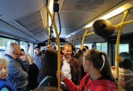 """""""OD KINE DO ČERNOBILA"""" Stanivuković sa mještanima Starčevice u gradskom prevozu (FOTO)"""