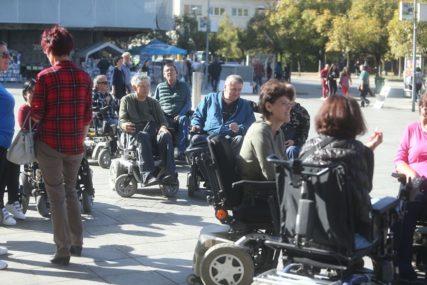 BiH DALEKO OD EU Političari javno vrijeđaju, mediji šire stereotipe