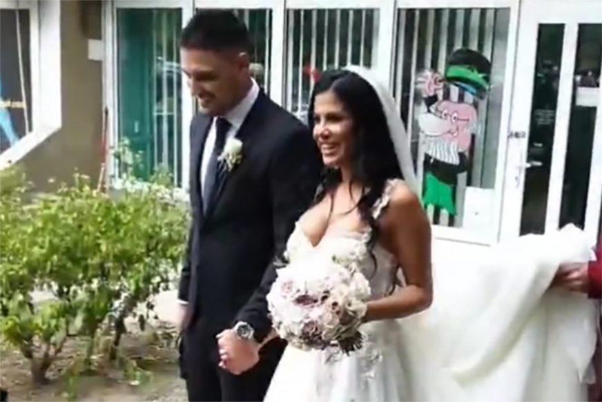 NOVOPEČENI MLADENCI Pjevač ženi voditeljku, a da vidite DEKOLTE na njenoj vjenčanici (FOTO)