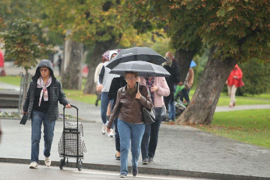 SUTRA PONESITE KIŠOBRAN Očekuje se promjenljivo oblačno vrijeme, mjestimično sa kišom