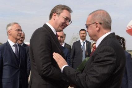 Vučić sa Erdoganom o dijalogu Beograda i Prištine, ponudio pomoć u zaustavljanju požara u Turskoj
