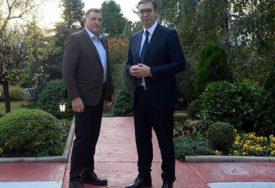 """""""ODLIČAN SASTANAK BEOGRADU"""" Vučić čestitao Dodiku na postignutom kompromisu (FOTO)"""