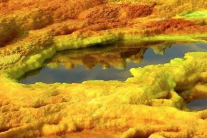 ZAISTA FASCINANTNO Pjegavo jezero je fenomen koji očarava turiste (FOTO)