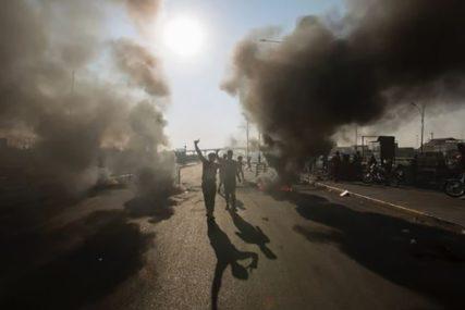 DRUGI DAN HAOSA U BAGDADU Demonstranti pale vatru i razbijaju prozore ambasade SAD
