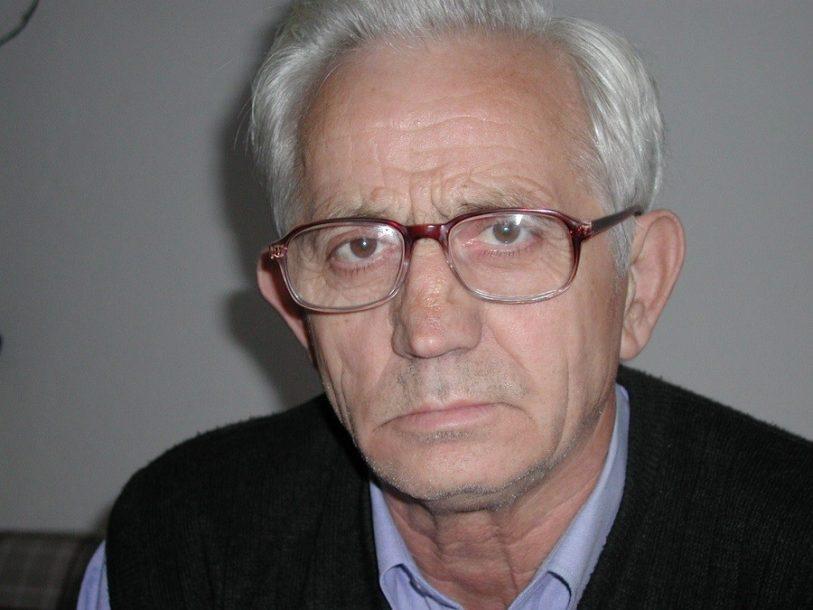 KNJIGA SA TRI RIJEČI Novotarija pjesnika Danila Karapetrovića iz Gradiške