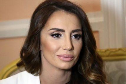 """""""TO JE ČISTA GLUPOST"""" Emina Jahović promijenila mjesto stanovanja i auto, paparaci više ne mogu da joj uđu u trag"""